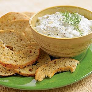 Bagel Chips with Cucumber Yogurt Dip