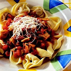 Tortellini with Tomato, Chicken and Basil Sauce
