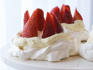 For Passover Dessert: Meringue Tarts with Lemon Cream and Fresh Strawberries