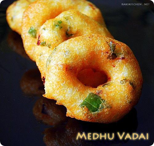 MEDHU VADAI / ULUNDU VADAI RECIPE (WITH VIDEO)