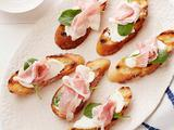 Bruschetta with Prosciutto, Ricotta and Arugula