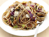 Whole-Wheat Spaghetti with Leeks and Hazelnuts