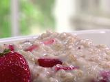 Steel-Cut Oats with Bananas and Strawberries