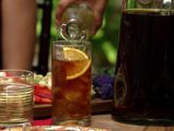 Kuwaity Iced Tea: Cinnamon-Orange Sweet Tea with Mint Syrup