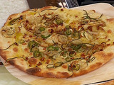 Roasted Garlic, Chile, Shallots and Olive Oil Pizza - California Style Pizza