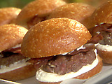 Sirloin Sliders with Crispy Bacon and Creamy Horseradish Mayo