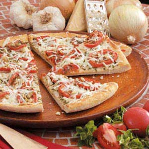 Garlic-Onion Tomato Pizza Recipe