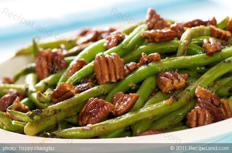 Skillet Green Beans with Toasted Butter-Maple Pecans