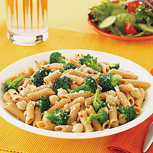 Whole-Wheat Penne with Broccoli and Chickpeas
