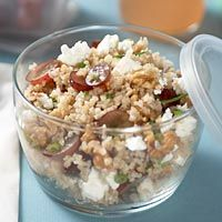 Bulgur salad with grapes and feta