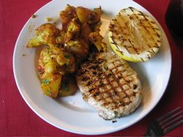 Pork chops with fryed cauliflower, potatos and tomatos - indian style