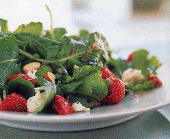 Strawberry and Arugula Salad with Hazelnut Dressing