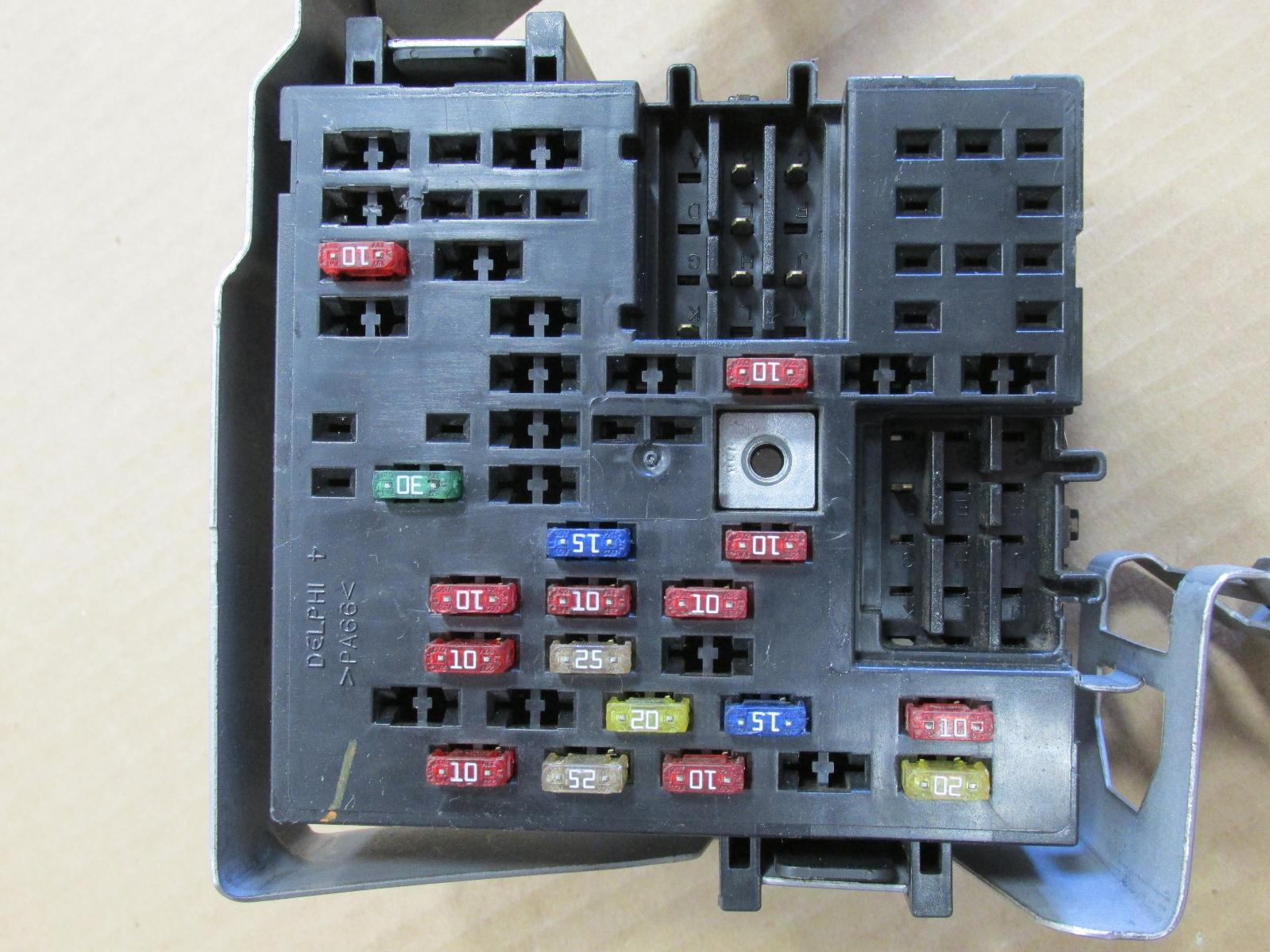 2000 00 chevrolet silverado fuse relay box 15328863 04 ebay 1962 chevy truck fuse box 1987 chevy truck fuse box location