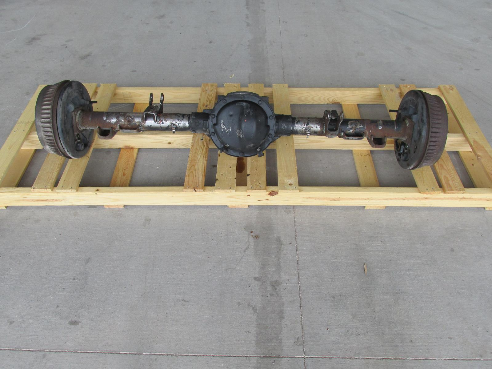 1995 1999 Chevy Suburban Silverado 1500 4x2 Rear End Axle
