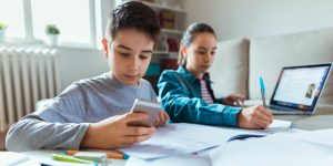 France Is Forbidding Smart Devices in the Classroom – Here's Why