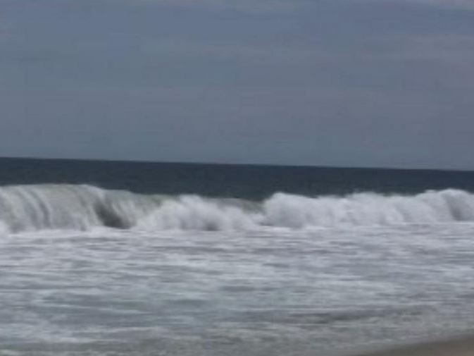 Mar de fondo afecta al menos 100 casas en playa azul - Casas en el mar ...