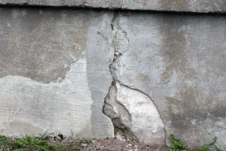 Cracked and crumbling concrete 0002