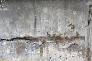 Cracked and crumbling concrete 0006