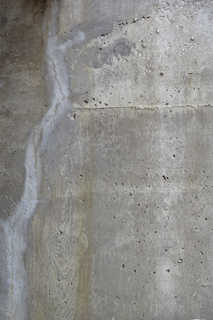Cracked and crumbling concrete 0012
