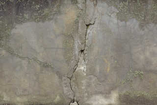 Cracked and crumbling concrete 0022