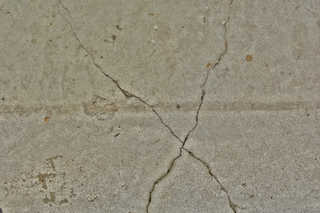 Cracked and crumbling concrete 0030