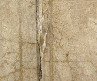 Cracked and crumbling concrete 0050
