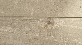 Cracked and crumbling concrete 0057