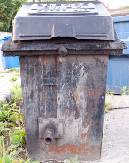 Trash containers 0011