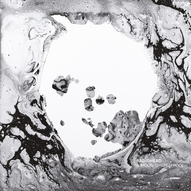 A moon shaped pool 640x640
