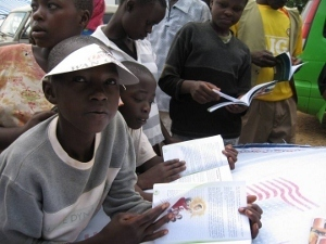 Children reading in Kogelo