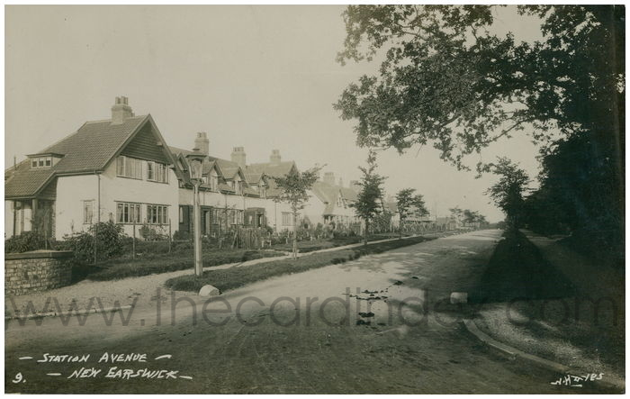 Postcard front: Station Avenue - New Earswick