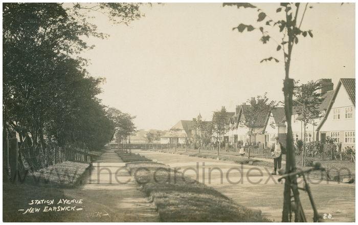 Postcard front: Station Avenue - New Earswick -