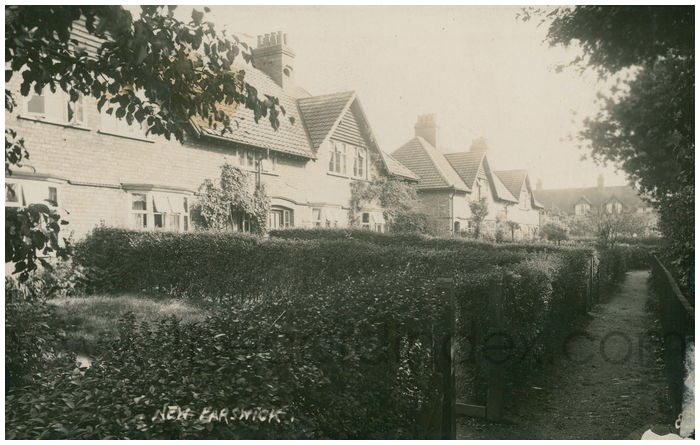 Postcard front: New Earswick
