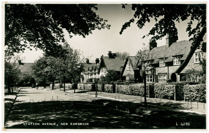 Postcard front: Station Avenue, New Earswick