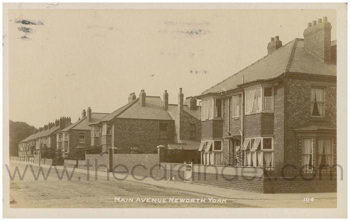 Postcard front: Main Avenue Heworth York