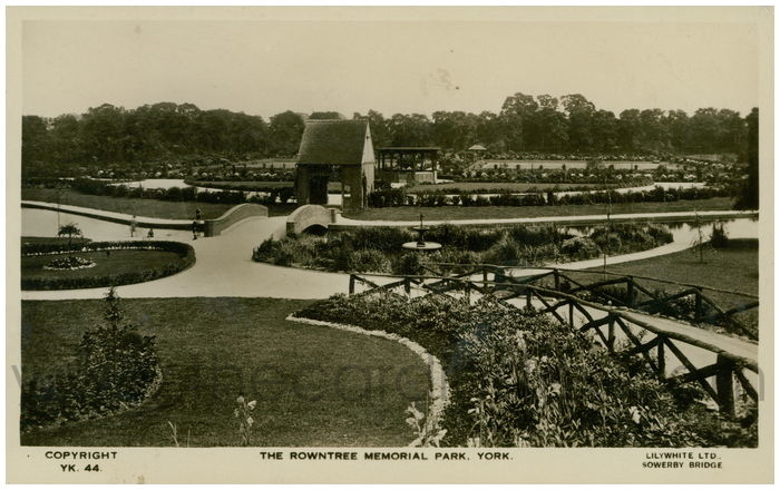 Postcard front: The Rowntree Memorial Park, York