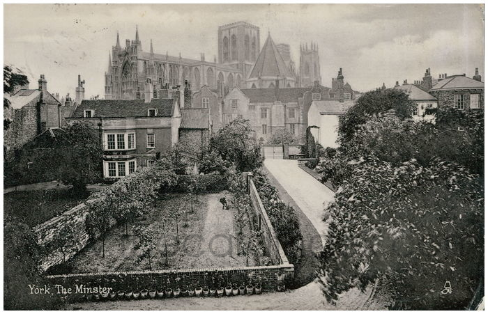 Postcard front: York, The Minster