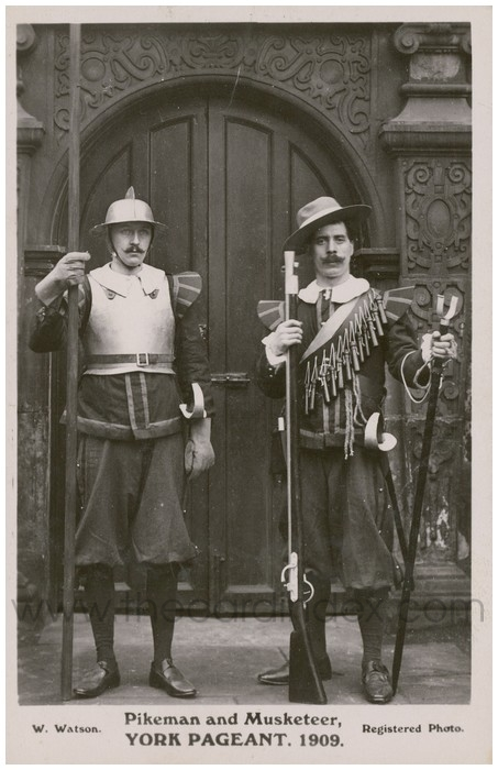 Postcard front: Pikeman and Musketeer, York Pageant. 1909