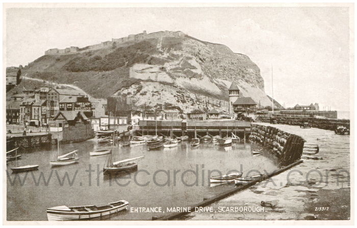 Postcard front: Entrance, Marine Drive, Scarborough