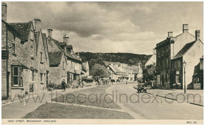 Postcard front: High Street, Broadway, England