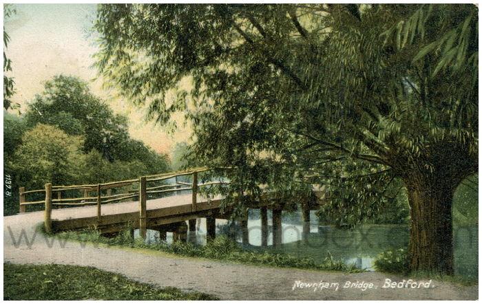 Postcard front: Newnham Bridge, Bedford