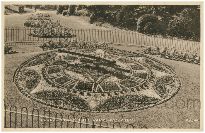 Postcard front: Floral Clock, Vale Park, Wallasey