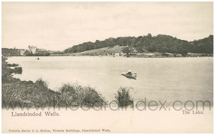 Postcard front: Llandrindod Wells. The Lake.