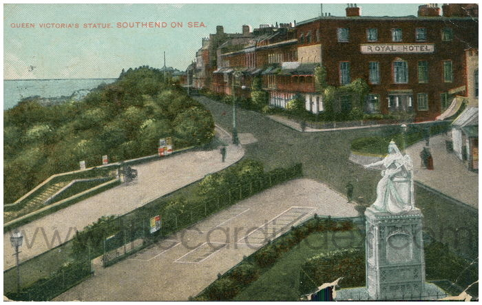 Postcard front: Queen Victoria's Statue. Southend On Sea.