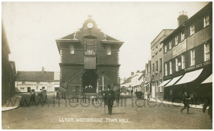 Postcard front: Woodbridge. Town Hall.