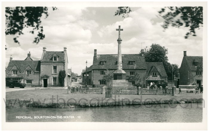 Postcard front: Memorial, Bourton-om-the-Water