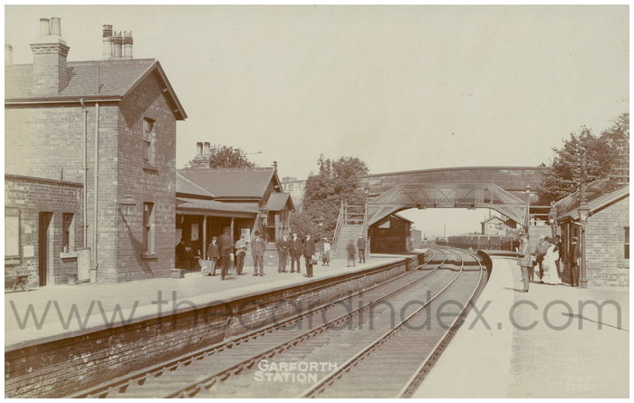 Postcard front: Garforth Station