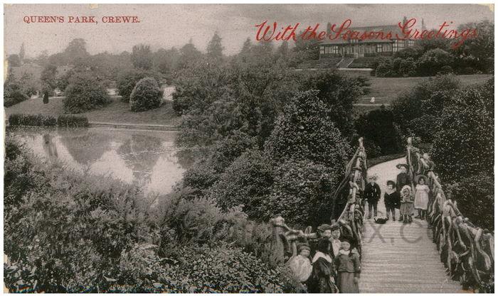 Postcard front: Queen's Park, Crewe.