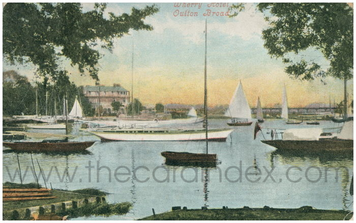 Postcard front: Wherry Hotel, Oulton Broad.