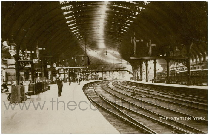Postcard front: The Station York